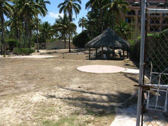 Torres Mazatlan Resort: Next door property