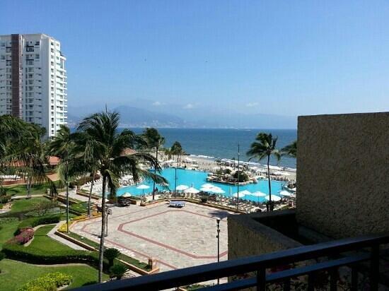 CasaMagna Marriott Puerto Vallarta Resort & Spa: view from our pool/oceanview king suite
