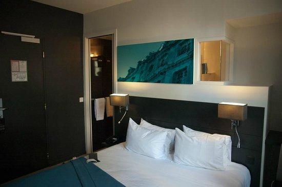 Hotel Le Bailli de Suffren : Cama de casal