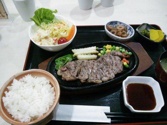 Hotel Sky Court Narita: 期間限定のステーキ定食も1000円