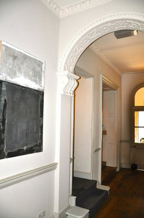 Queensberry Hotel: Entryway