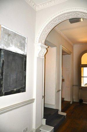 Queensberry Hotel: Entryway
