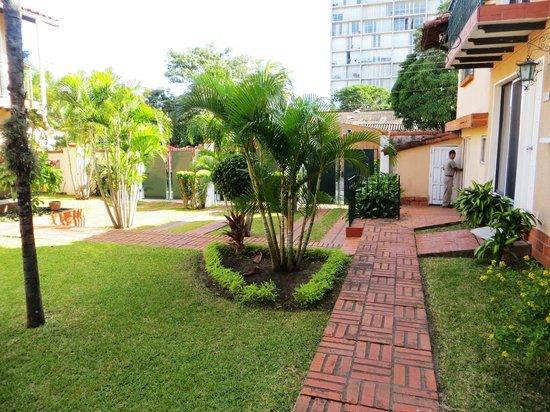 La Quinta Hotel: Garden & Pool Area