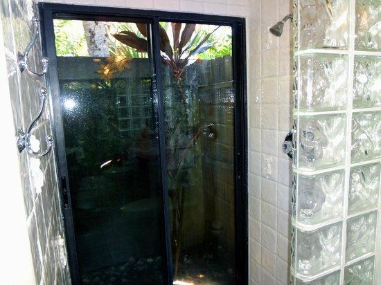 Casa Thorn Bed & Breakfast: Secret Garden Shower