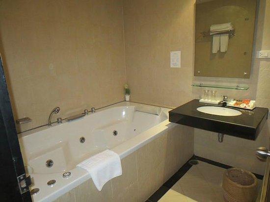 Intimate Hotel Pattaya: Jacuzzi