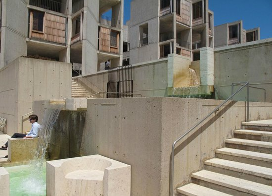 Salk Institute: Water softens the architecture