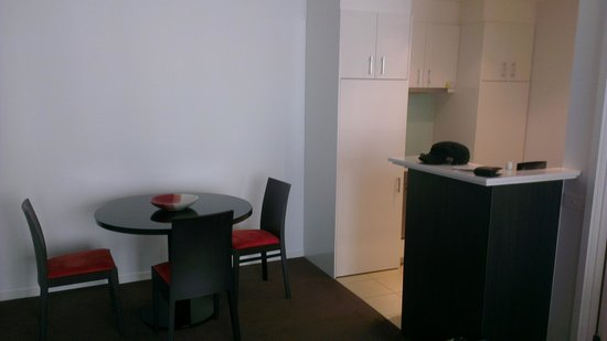 ‪‪Adina Apartment Hotel Melbourne Northbank‬: Dining/Kitche - RM 1012‬