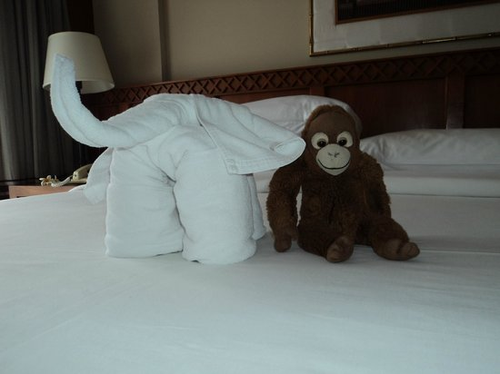 Phuket Marriott Resort & Spa, Merlin Beach: One of the Oragami animals made frotowels