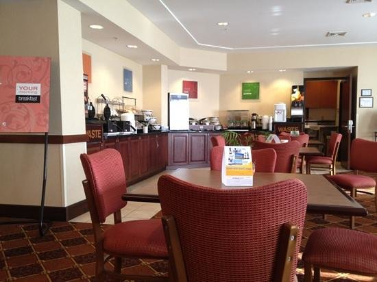 Comfort Inn Williamsport: breakfast area