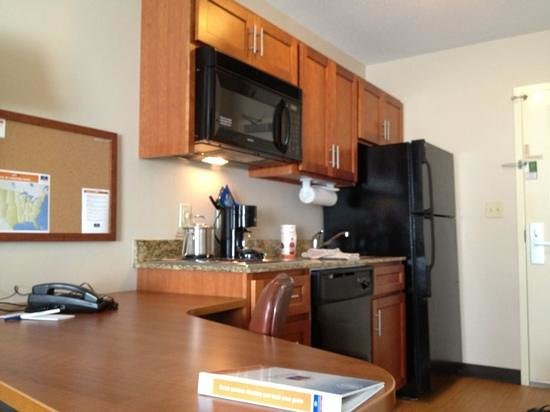 Candlewood Suites Williamsport: kitchenette