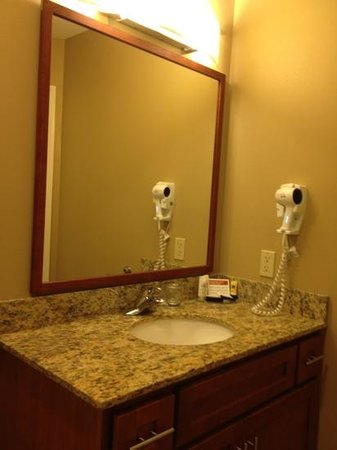 Candlewood Suites Williamsport: bathroom
