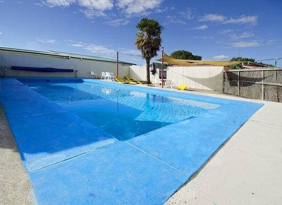 Blenheim Backpackers & Motorcamp: Swimming pool