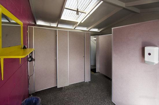 Blenheim Backpackers & Motorcamp: Womens Bathrooms