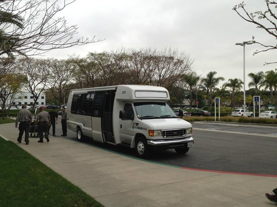 Miyako Hybrid Hotel : 送迎バスです 車内でも無料の無線LANの使用が可能です。