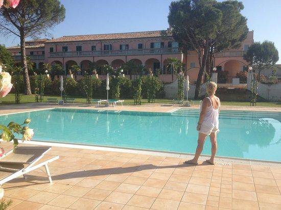Villa Zuccari: Pool looking back to the Villa