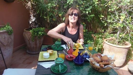 Riad Les Nuits de Marrakech: breakfast on the terrace