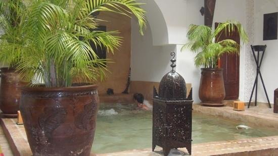 Riad Les Nuits de Marrakech : cooling down after a hard day haggling in the souks!