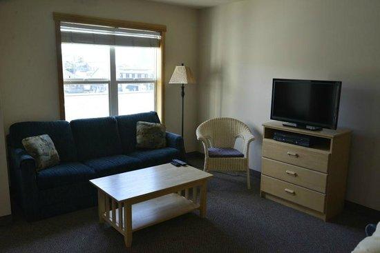 Sea Breeze Court : Living area with sleeper sofa and flat screen TV