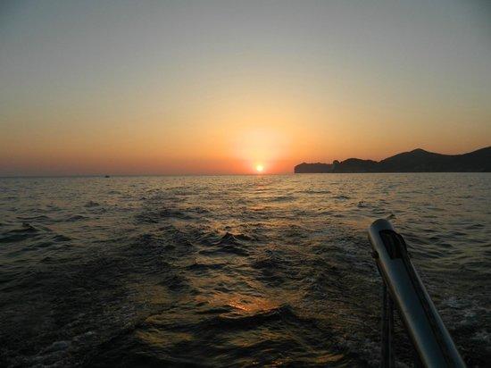 Santorini Sailing : Santorini Sunset on Cruise