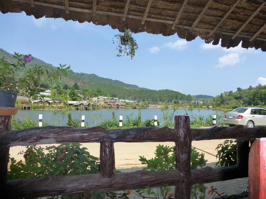 The Residence @ Mae Hong Son : The view from the restaurant, out and over the lake