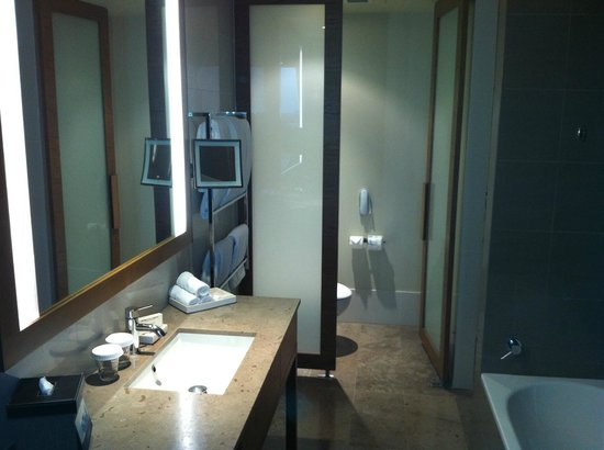 Pan Pacific Melbourne: Great Bathroom