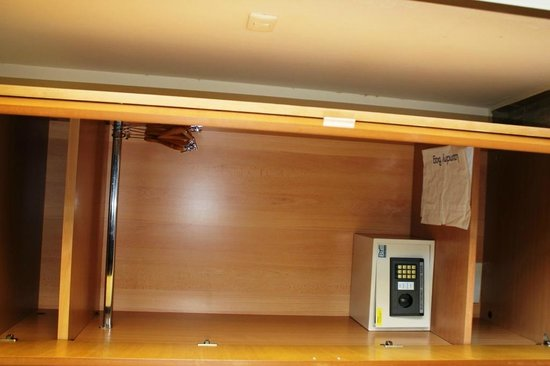 Victory Byblos Hotel & Spa : Closet