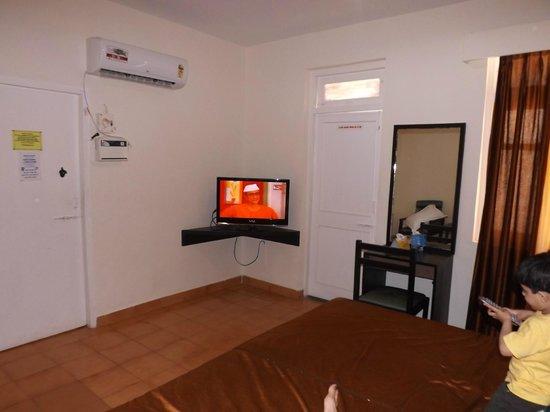 Alor Grande Holiday Resort: Room on 1st floor