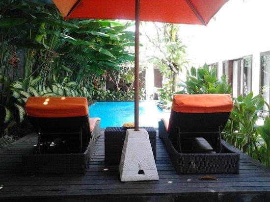 The Pavilion Hotel Kuta: Kolam renang. Bersih.
