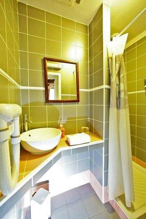 Hotel des Barris: Salle de Bain avec Douche