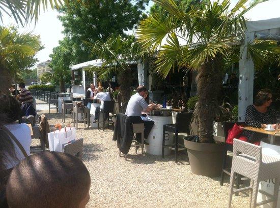 Ibaia Cafe: Terrace facing the river Garonne - Great moment !