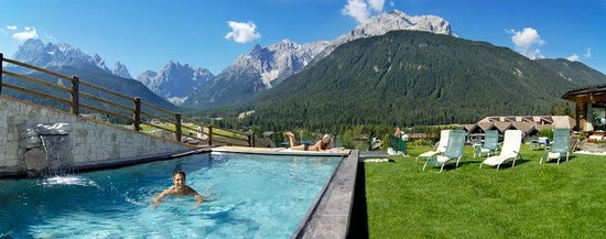 Berghotel: Outdoor swimming pool
