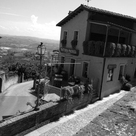 Govone, Italy: Trattoria Pautassi Terrazza