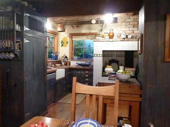 The Old Villa: Kitchen of z shaped living