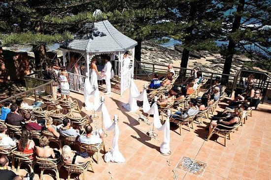 Sea Otters Lodge: Gazebo wedding on patio