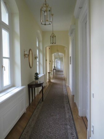 Grof Degenfeld Castle Hotel: The corridor leading to the rooms