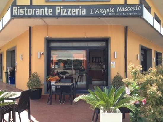 L'Angolo Nascosto: ingresso ristorante
