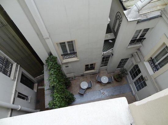 Acacias Etoile Hotel: Внутренний дворик