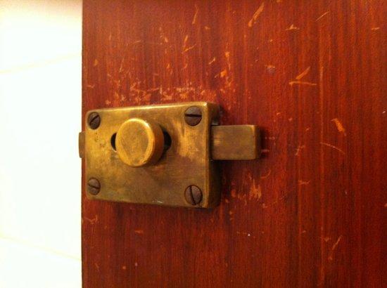 Mercure Hull Grange Park Hotel: inside the room...how long since a refurb?