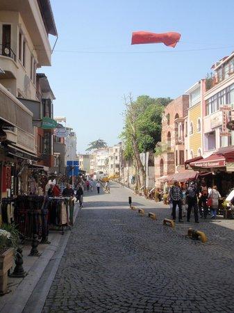 Eski Konak Hotel: Hotel is in a nice street!