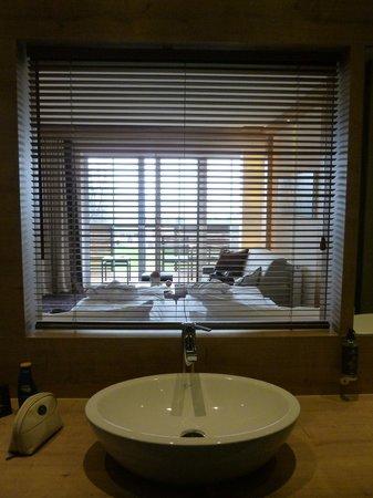 Panoramahotel Oberjoch: Blick vom Badezimmer ins Zimmer