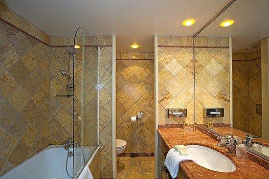 Hôtel Nice Riviera : Salle de bain