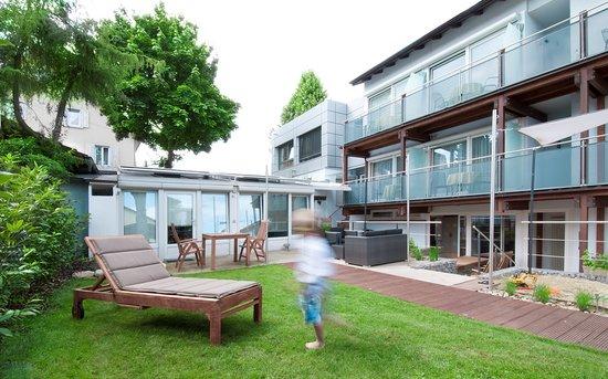 Gästehaus Holzer: Unser neu gestalteter Garten bietet unseren Gästen die Möglichkeit zur Entspannung oder zum Früh