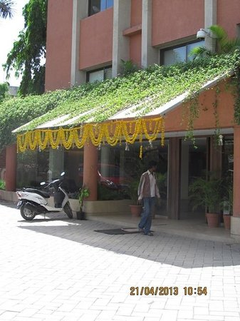 Sai Palace Budget Hotel: Entrance