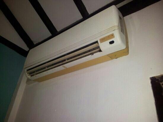 Lanta Vacation Village: Klimaanlage (voller Schimmel)