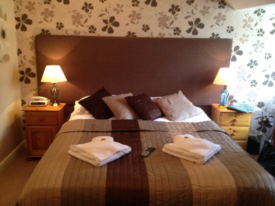 The Glenburn Hotel & Restaurant: Our beautiful room