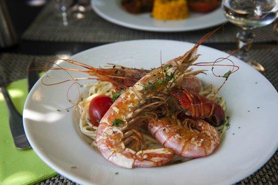 La Vanne Marel: Pasta with large, succulent Prawns - superb!