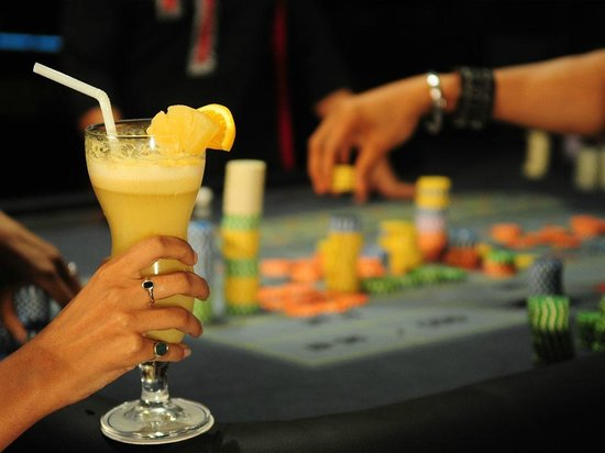 Crown Casino: Guest enjoying drinks during Roulette Play