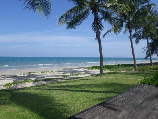 NishaVille Resort: beachfront view