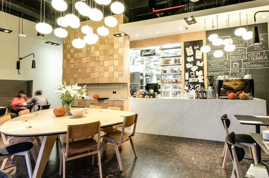 Dinette Bistro: you can see the kitchen from any place you take