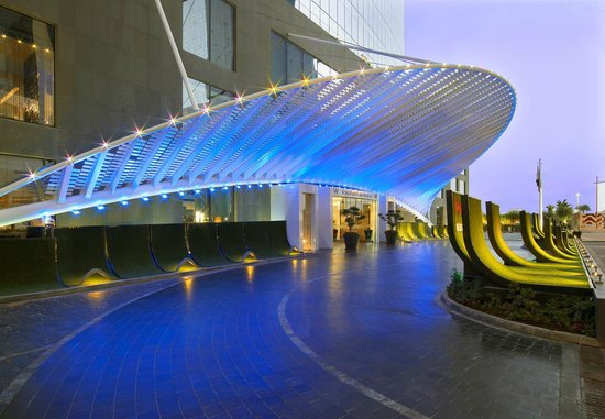 W Doha Hotel & Residences: Hotel Entrance
